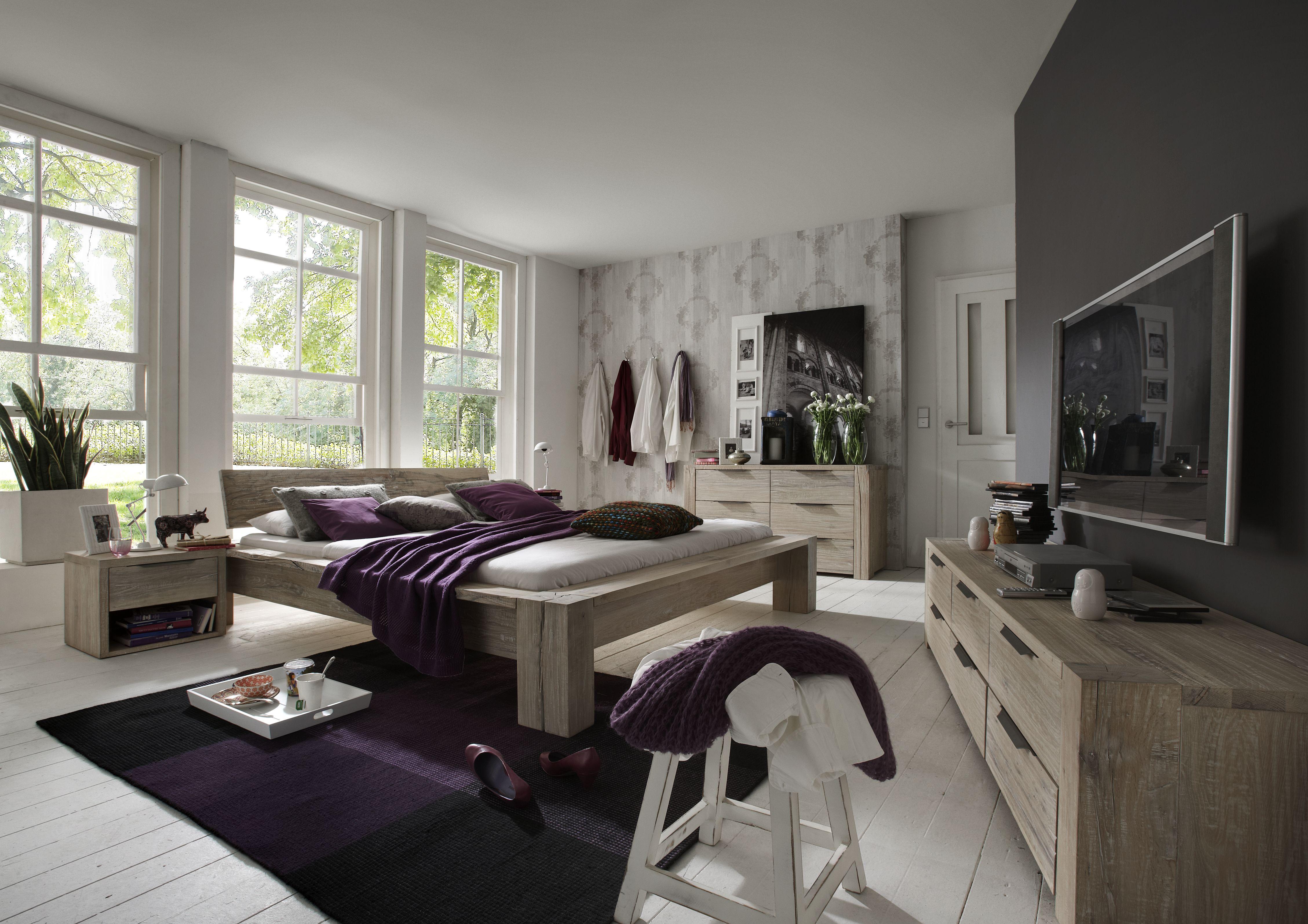 Balkenbett Holzbett aus Eiche massiv in white wash von Tjoernbo
