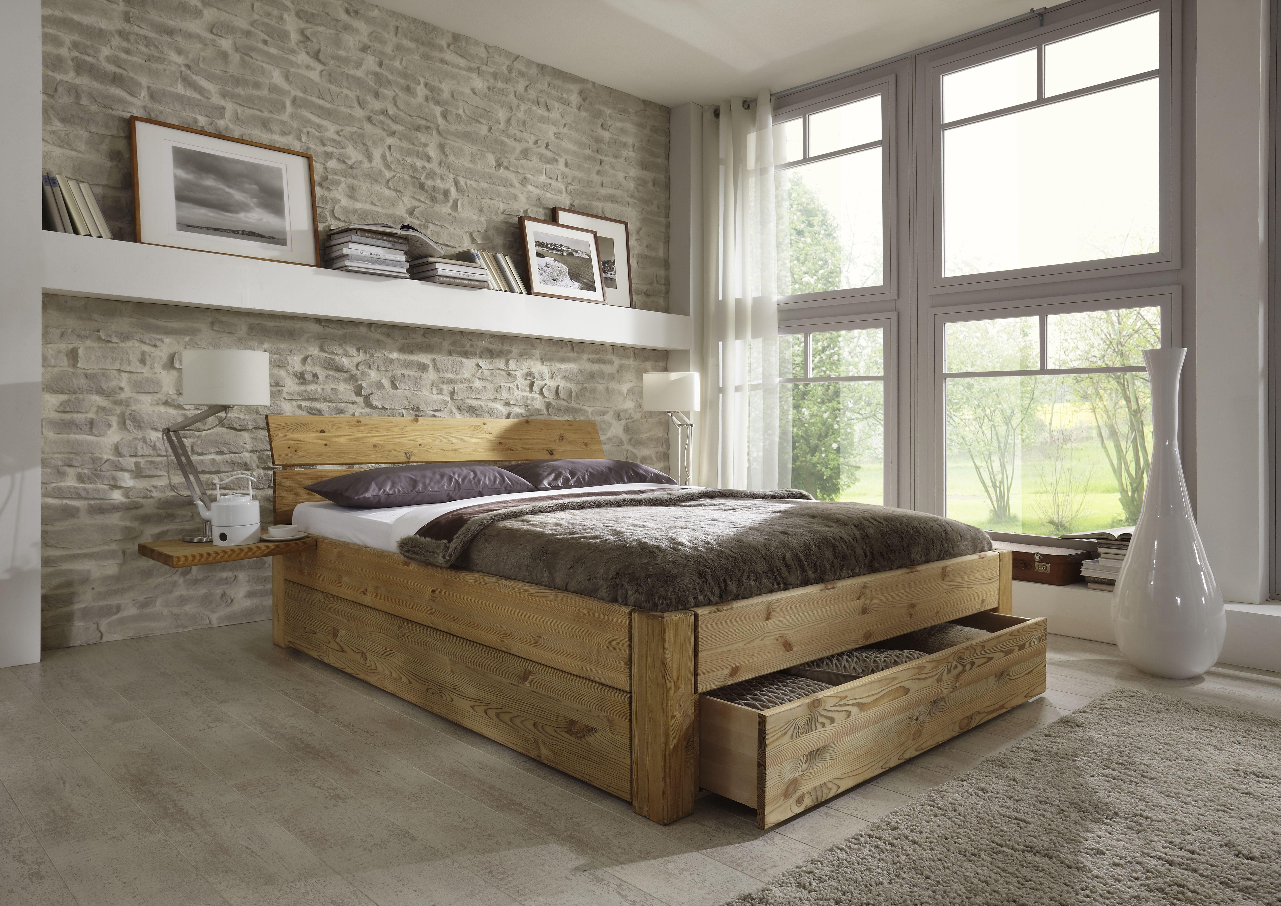 Doppelbett mit Schubladen aus Kiefer massiv