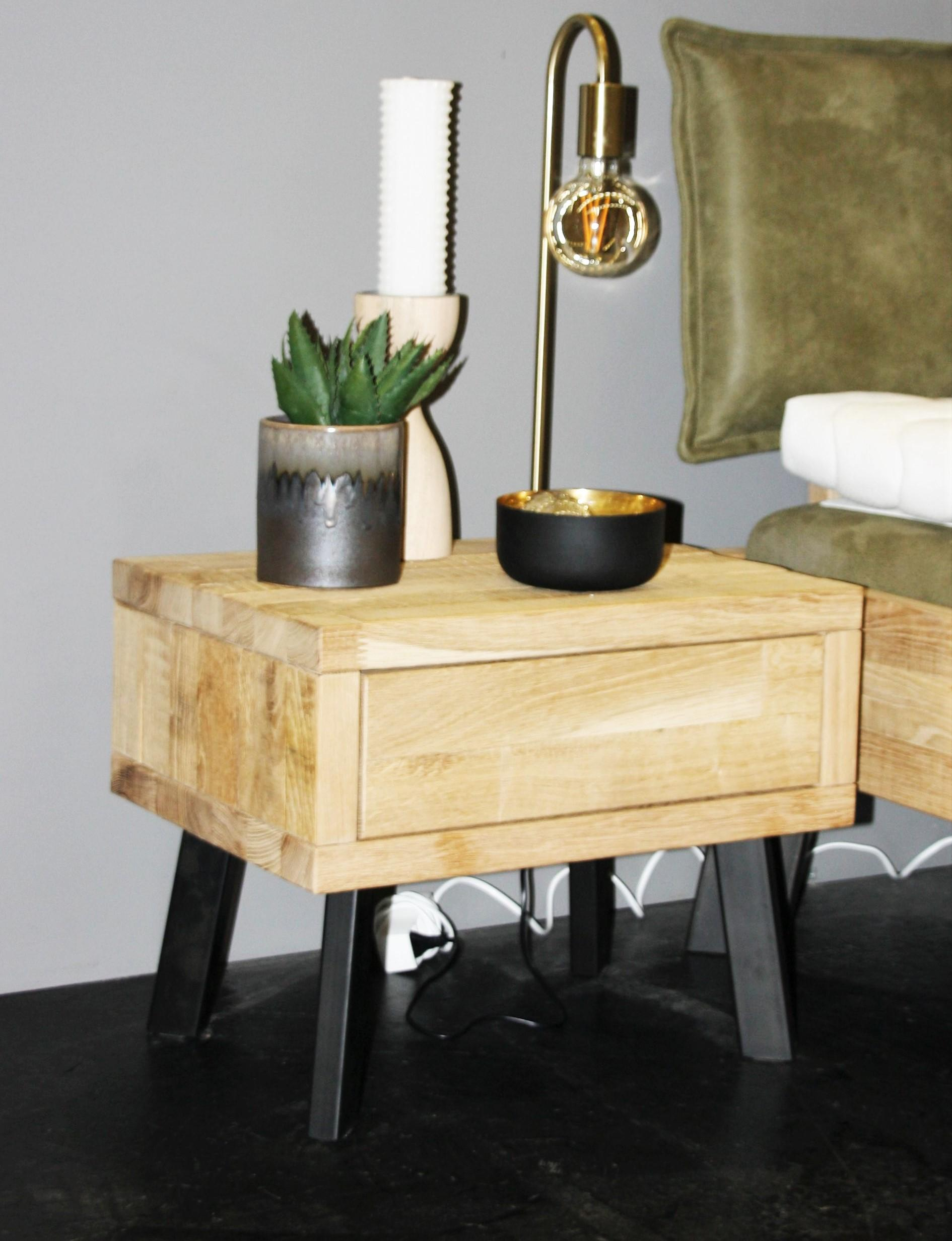 Massivholz Nachttisch in Wildeiche Bianco