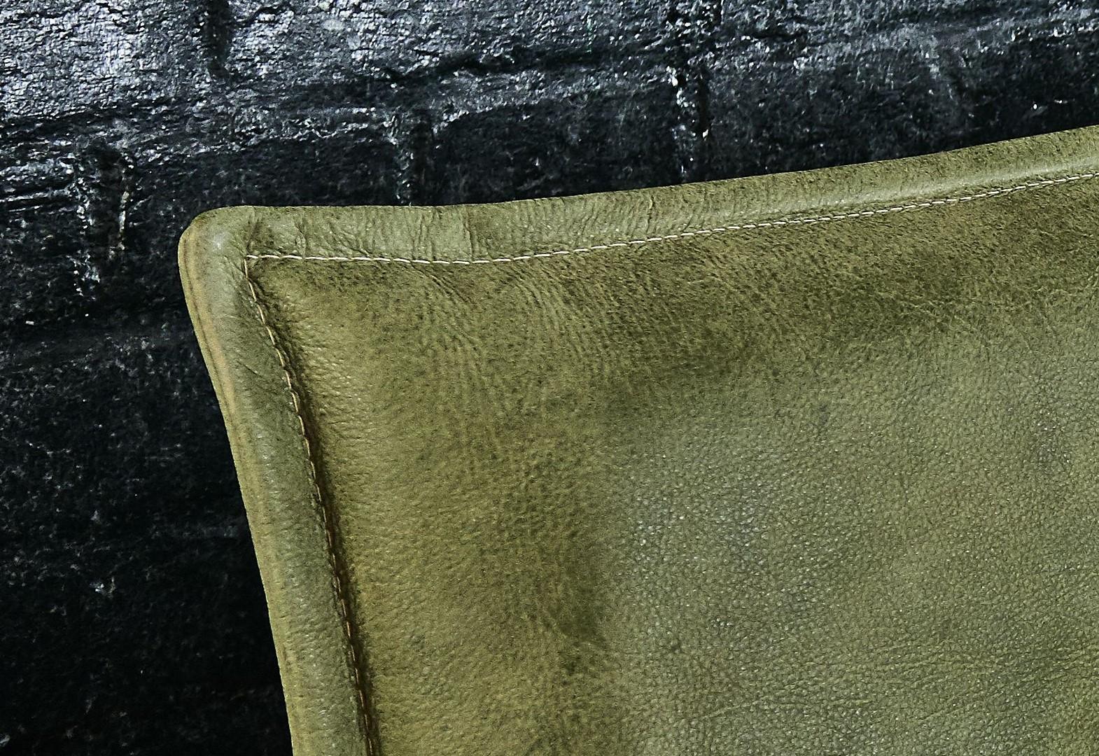 Detail Kopfteil aus Leder moosgrün