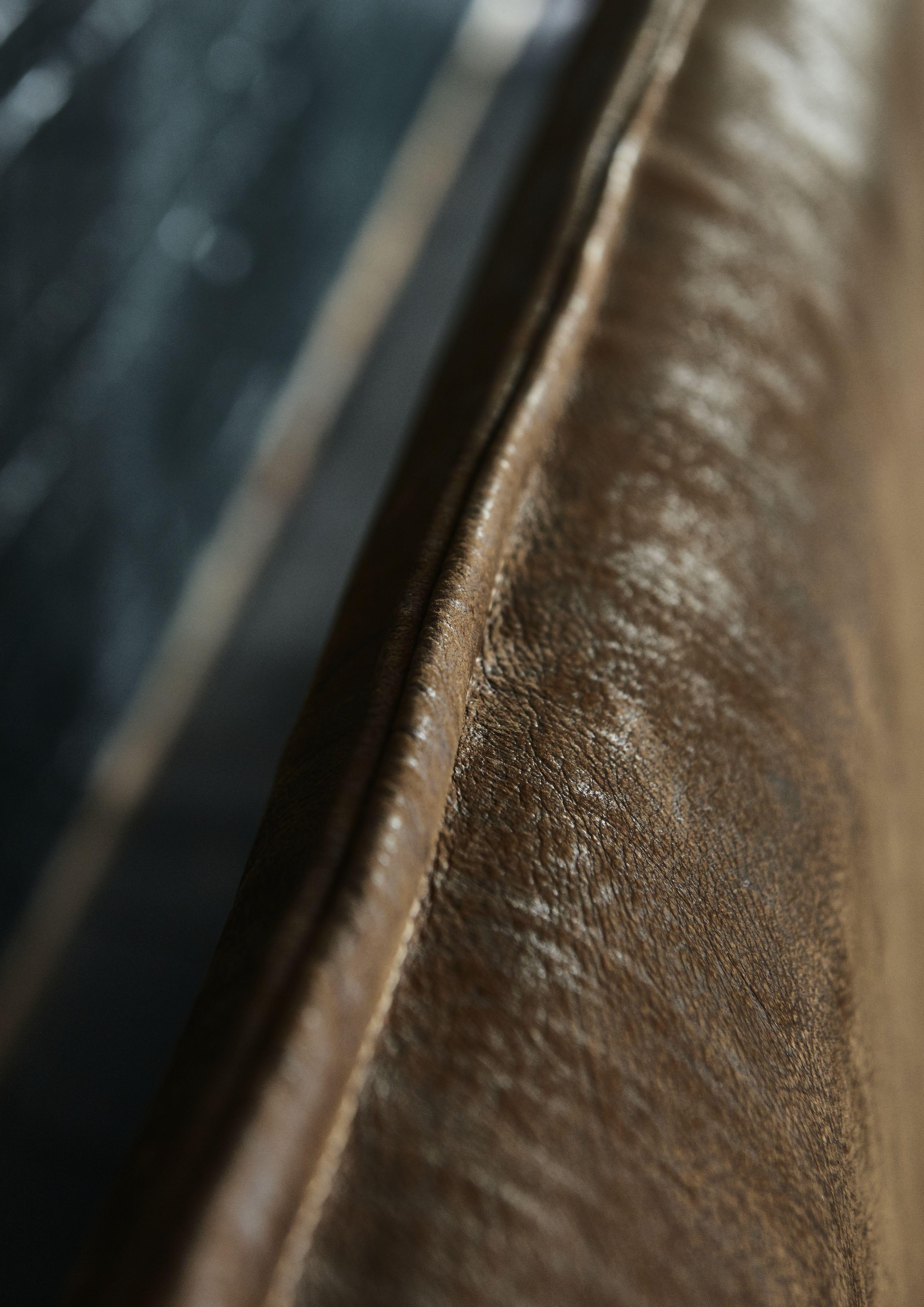 Massivholzbett Lederkopfteil Detail Verarbeitung
