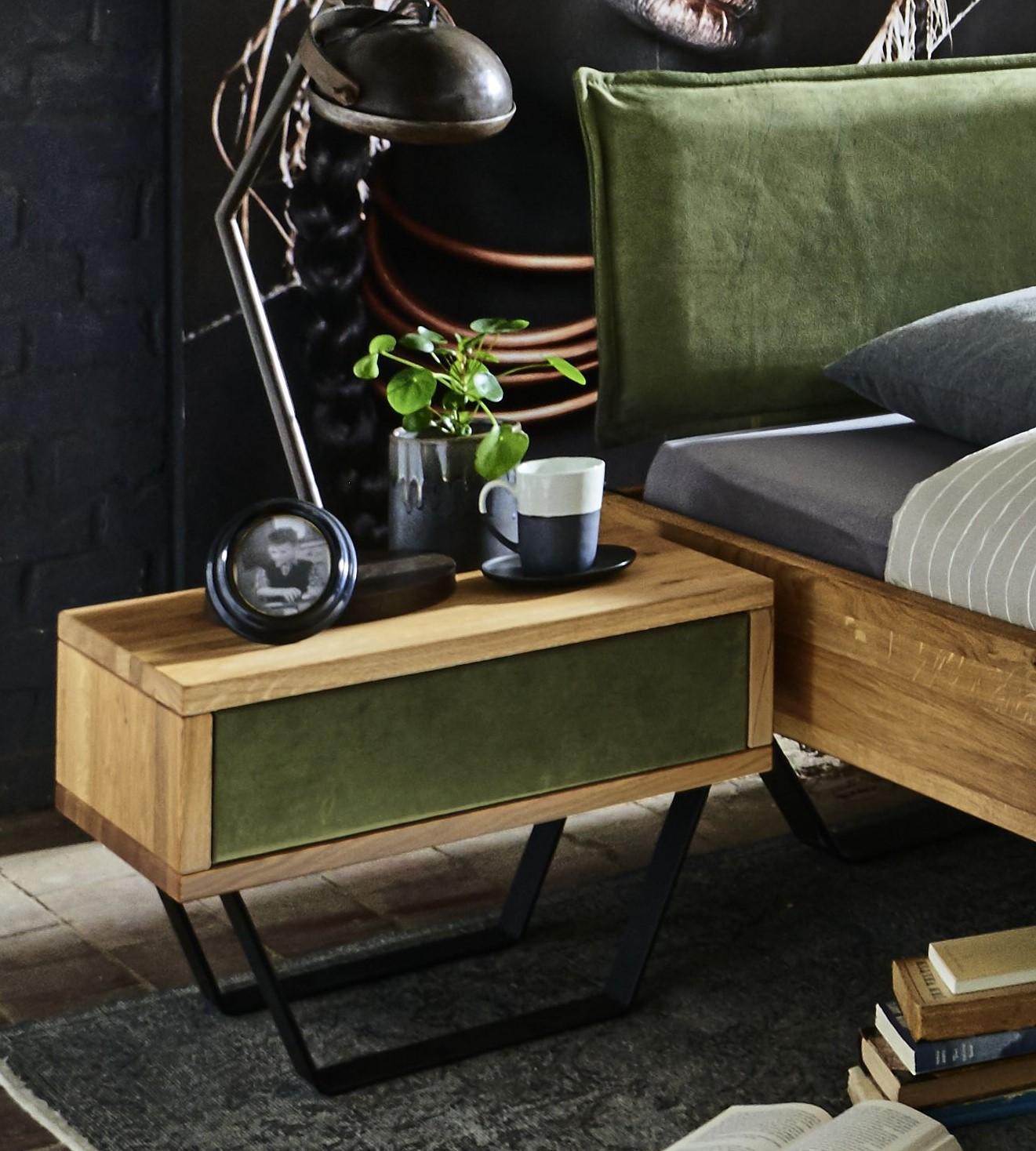 Massivholz Nachttisch aus Wildeiche mit Lederschublade