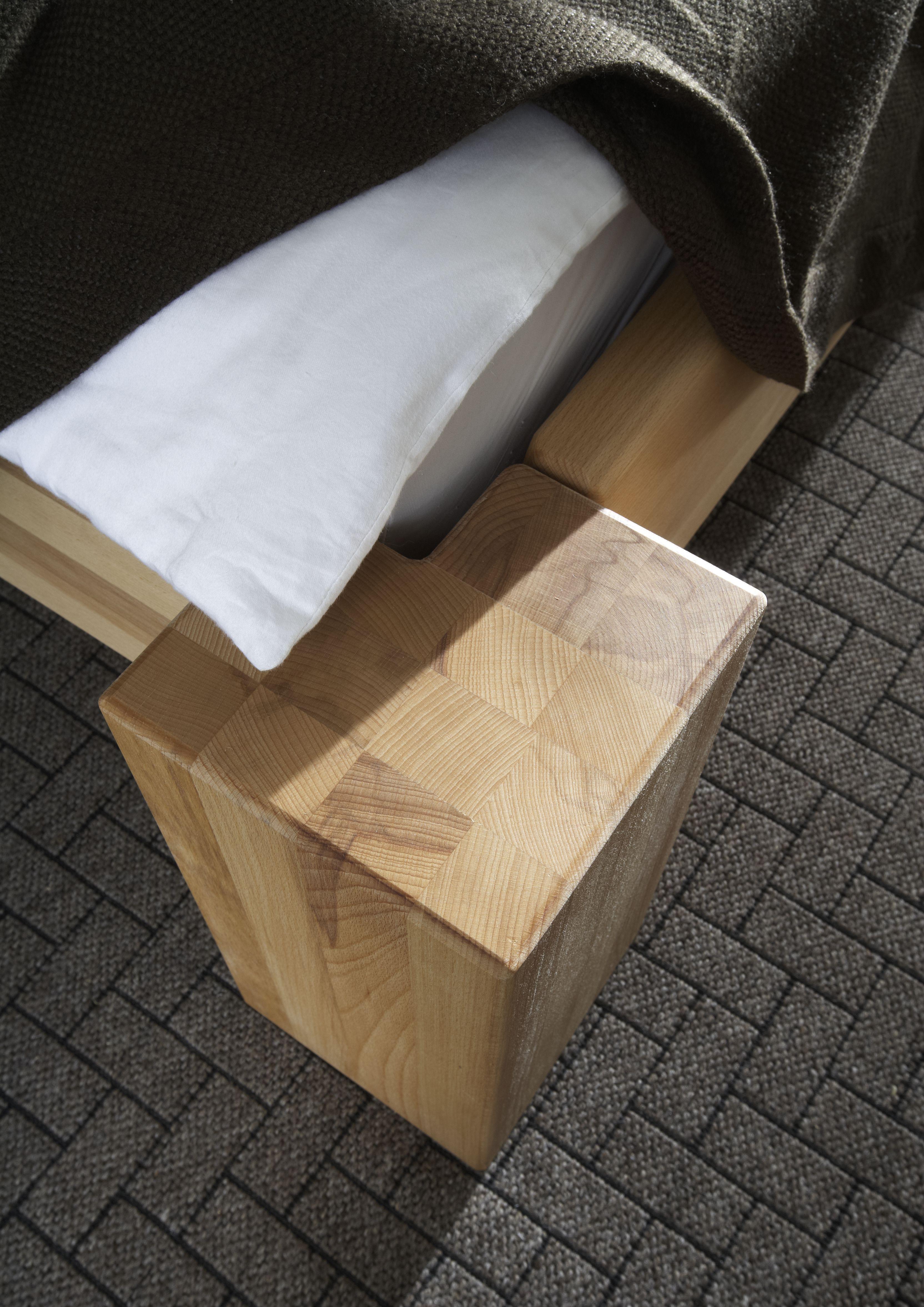 Massivholzbett Balkenfuss Detail Kernbuche