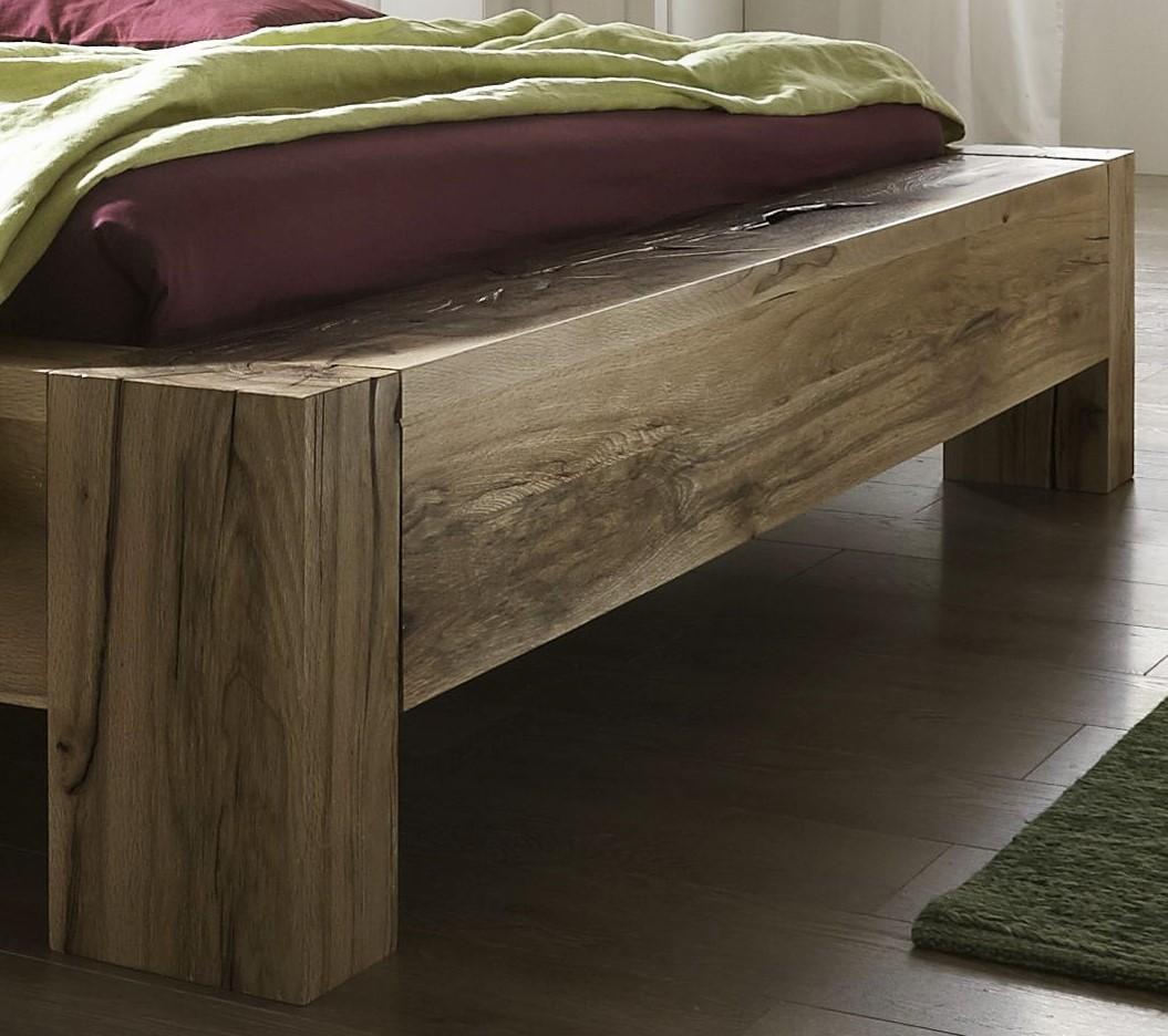 Balkenbett aus Massivholz Detailansicht Wuchsrisse